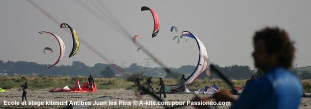 kitesurf : glonfage d'aile depuis la plage Antibes Juan Les Pins