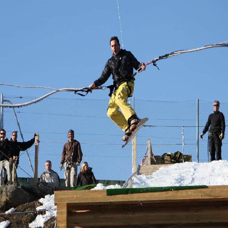Bun J Ride : saut élastique depuis un tremplin