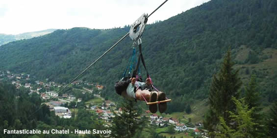 Descente en tyrolienne fantasticable à Chatel (Haute Savoie)