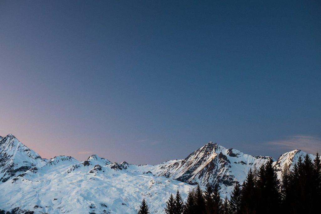 Panorama de montagne enneigées